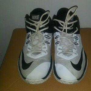 Nike Air Versitile 2 sz 9.5